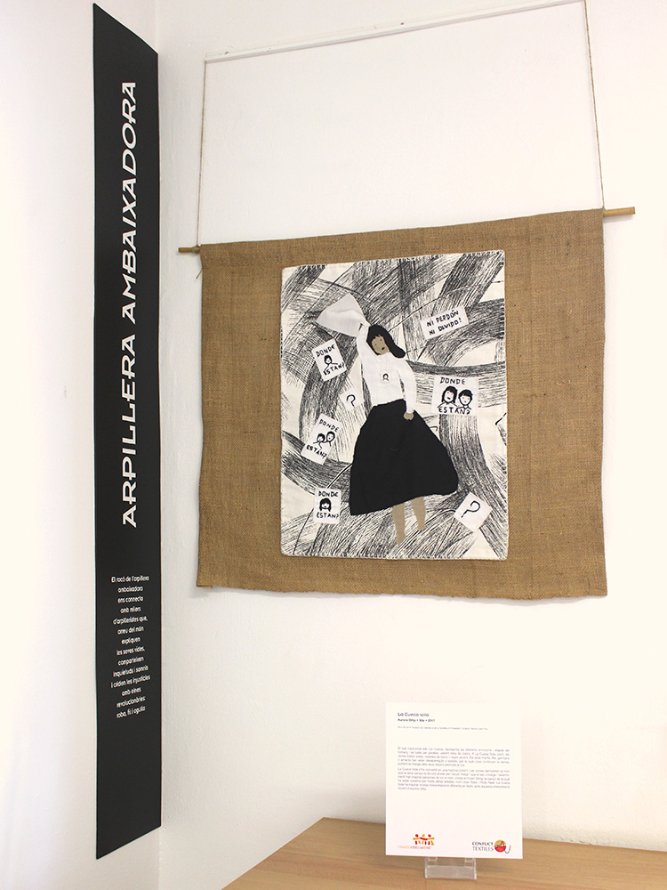 An undocumented arpillera by Aurora Ortiz, donated by Conflict Textiles collection on display at Fundación Ateneu Sant Roc, 01 March - 31st August 2020. (Photo: Roser Corbera)