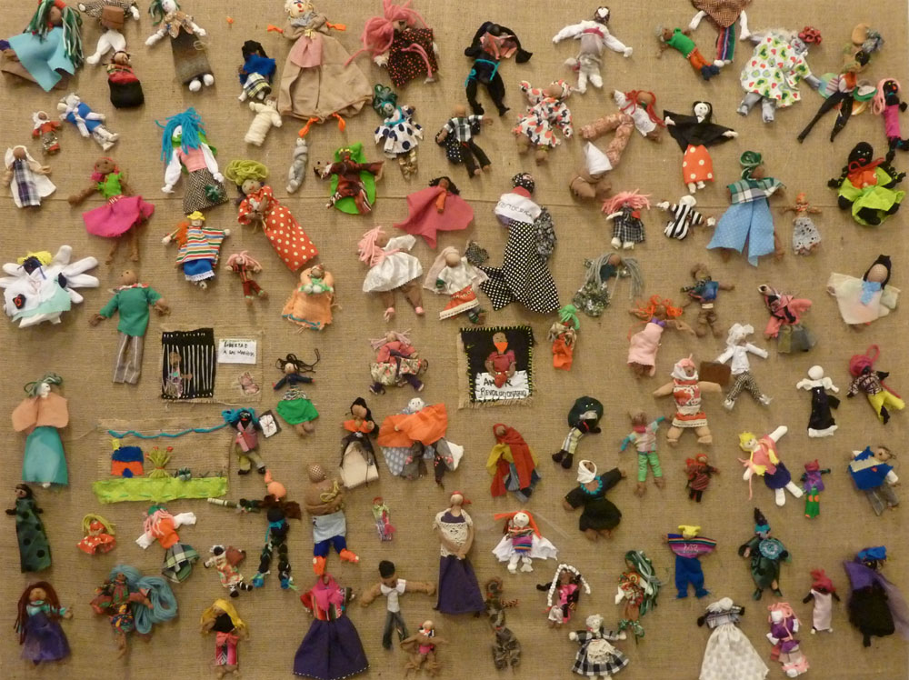 'Nosotr@s-Retazos Testimoniales / WE-Testimonial Scraps', by workshop participants at  Parque de la Memoria / Park of Memory during the exhibition TESTIMONIAL SCRAPS: arpilleras from Chile and other parts of the world. (Photo: Ana Zlatkes)
