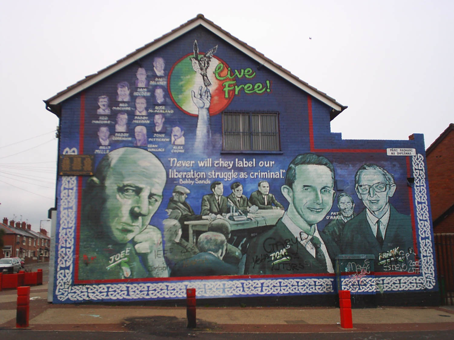 Cain physical memorials of the troubles in west belfast for Murals belfast