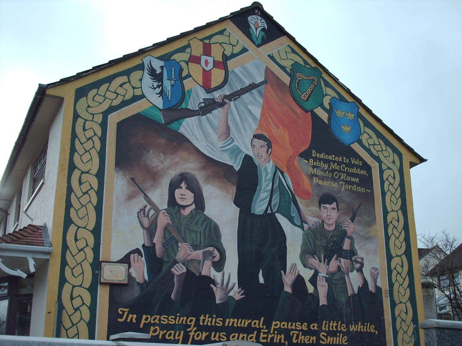 Cain physical memorials of the troubles in west belfast for Belfast mural tours